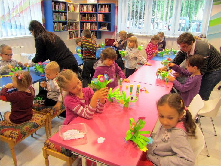 Przeglądasz zdjęcia z artykułu: Wanda Chotomska : Gdyby kózka nie skakała – Dziecięcy DKK – 10.06.2013