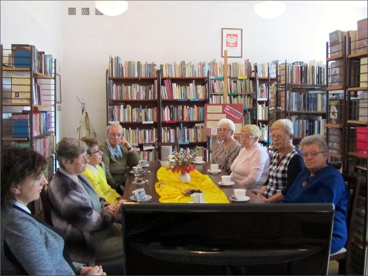 Przeglądasz zdjęcia z artykułu: DKK - Klub Miłośników Poezji – Stanisław Moniuszko – Filia nr 1 – 05.10.2015