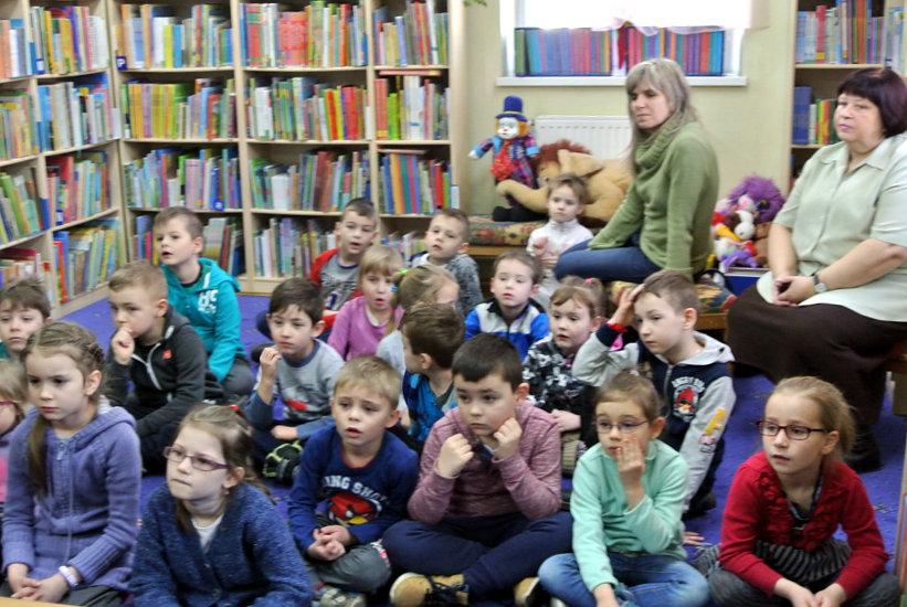 """Przeglądasz zdjęcia z artykułu: """"Szukając Marudka"""" – """"Stare i nowe hity bajkowe"""" – Dziecięcy DKK – 23.02.2015"""