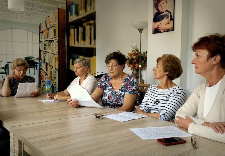 Przeglądasz zdjęcia z artykułu: SENIORKI W NARODOWYM CZYTANIU  - 03.09.2016