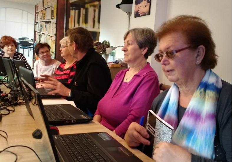 Przeglądasz zdjęcia z artykułu: Kolejna edycja zajęć Akademii Seniora - wrzesień 2016