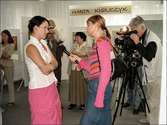 Przeglądasz zdjęcia z artykułu: MARTA KISILICZYK - MALARSTWO, RYSUNEK, TKANINA - 27 VII - 18 IX 2004