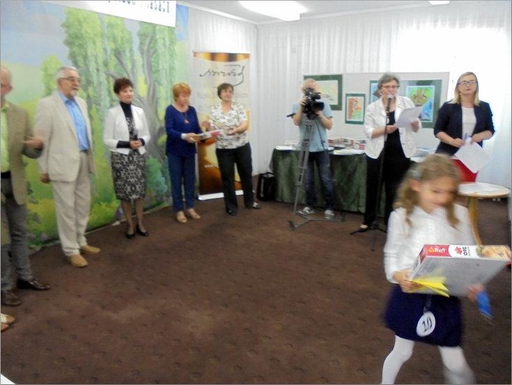 """Przeglądasz zdjęcia z artykułu: """"CO PEŁZA I HASA PO POLACH I LASACH"""" – KONKURS PLASTYCZNY I WYSTAWA – 12.06.- 28.07.2017"""