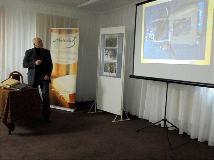 """Przeglądasz zdjęcia z artykułu: PIOTR KUCZNIR – SPOTKANIE AUTORSKIE – GALERIA """"FORMAT"""" – 23.03.2017"""