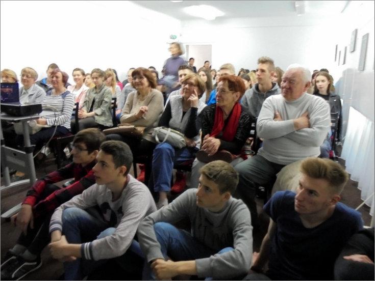 """Przeglądasz zdjęcia z artykułu: ROMAN PANKIEWICZ – SPOTKANIE AUTORSKIE – GALERIA """"FORMAT"""" – 08.05.2017"""
