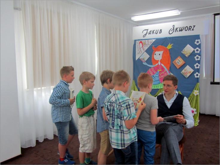 """Przeglądasz zdjęcia z artykułu: JAKUB SKWORZ – SPOTKANIE AUTORSKIE – GALERIA """"FORMAT"""" – 09.05.2018"""