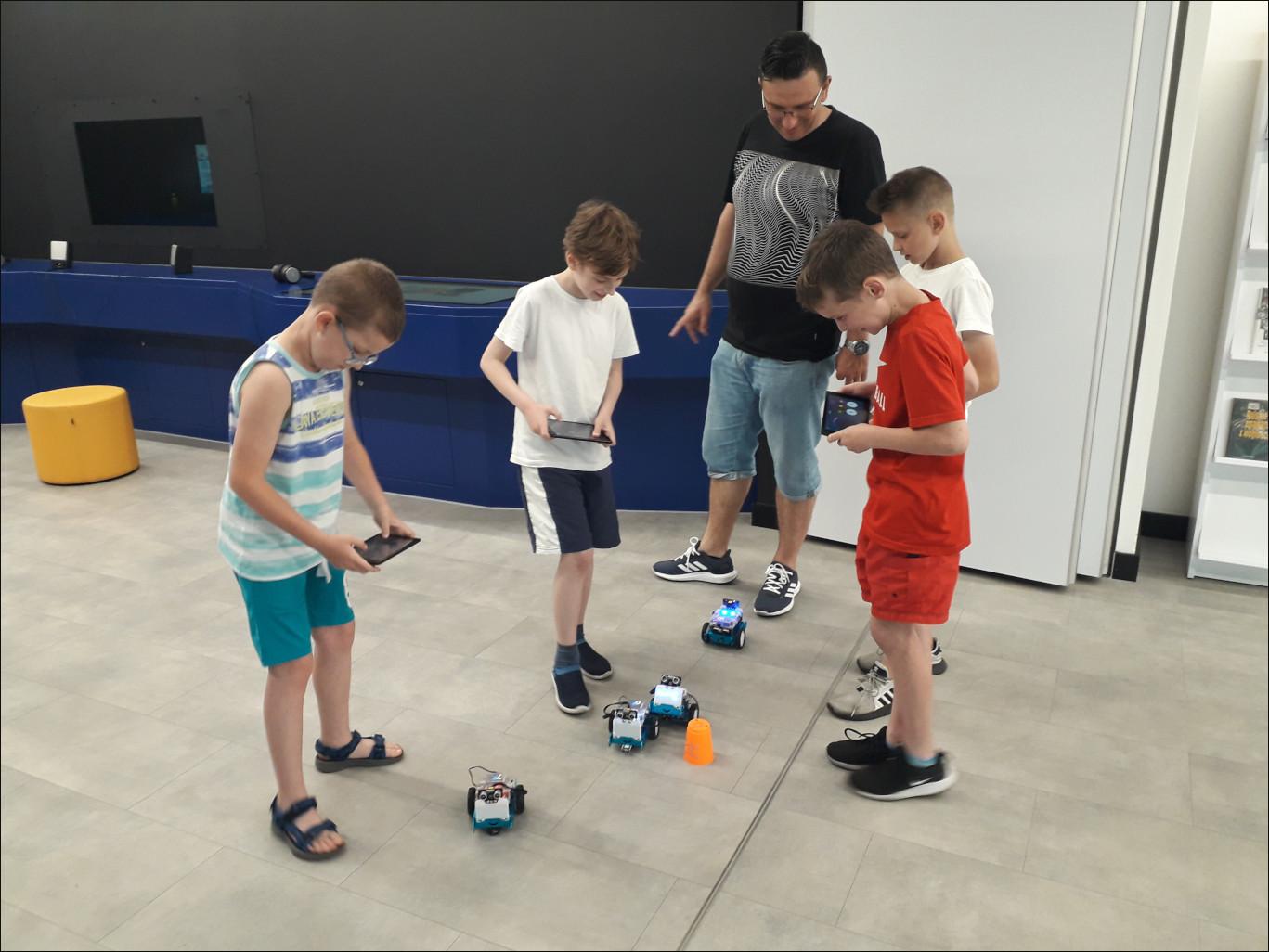 Przeglądasz zdjęcia z artykułu: Akademia Młodego Programisty - warsztaty z programowania - 05.06.2019
